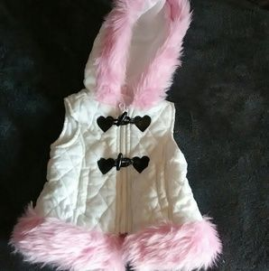 Other - Adorable White Vest w/ Pink Fur Trim
